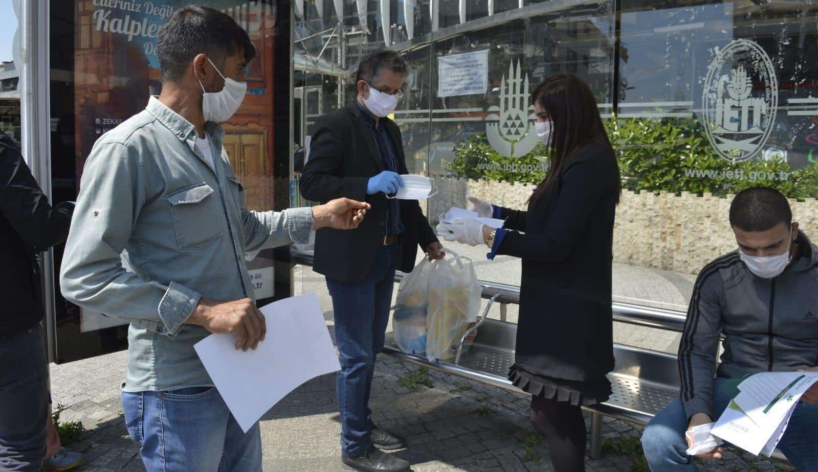 Gelecek Partisi İstanbul'da maske dağıttı!