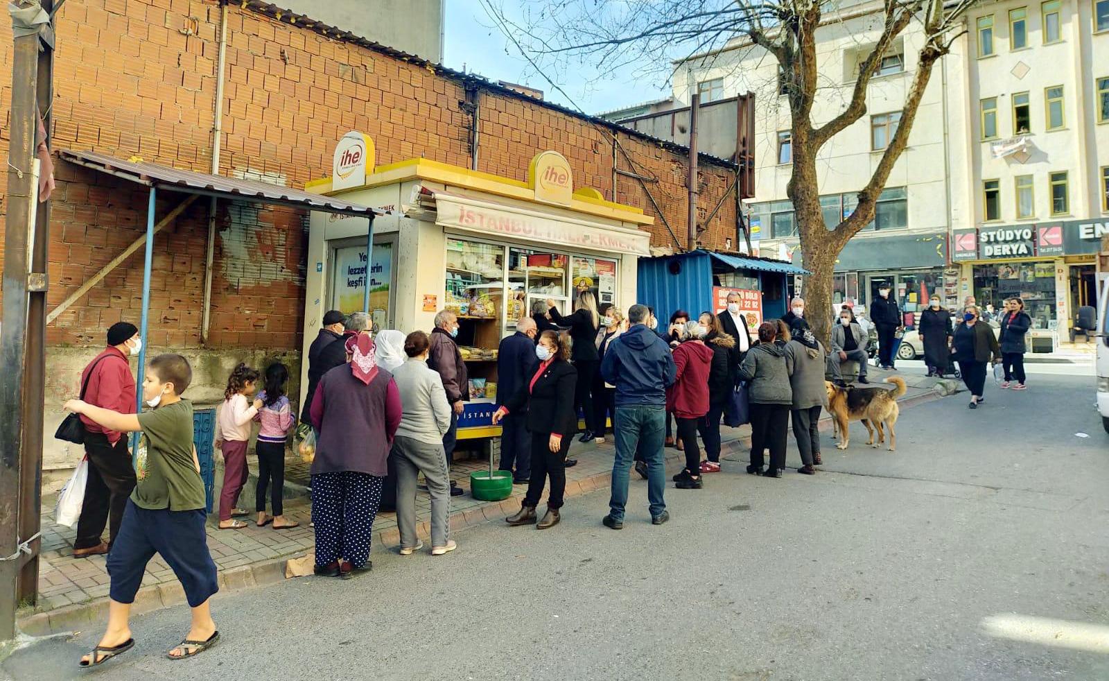 Ataşehir'de 1700 ücretsiz ekmek dağıtıldı
