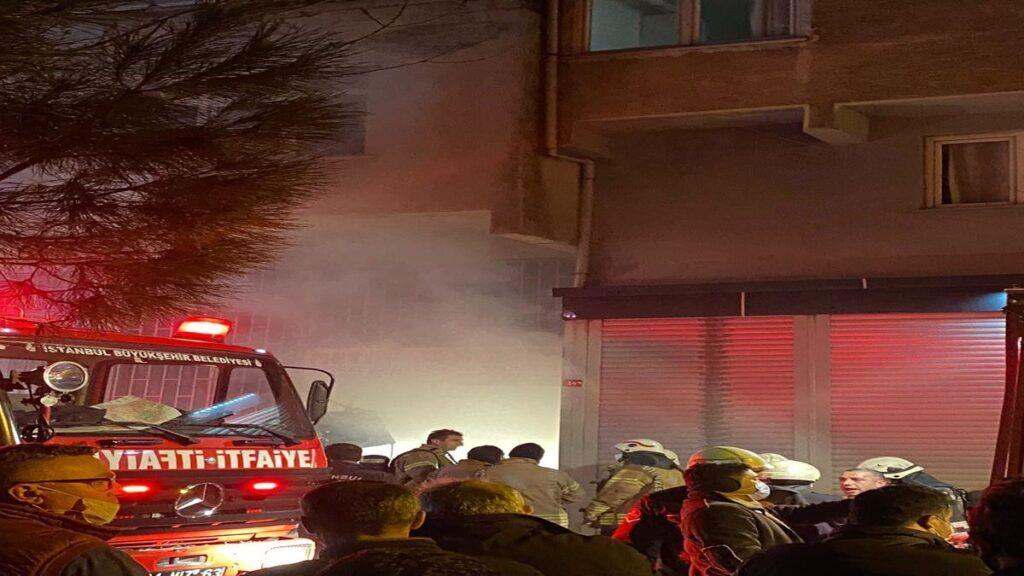 Ataşehir Kayışdağı'nda mobilyacı yandı