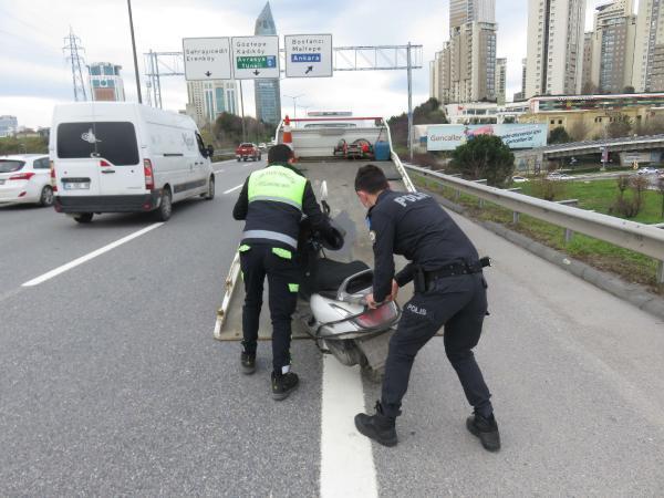 Ataşehir'de bariyerlere çarpan motosikletin sürücüsü hayatını kaybetti