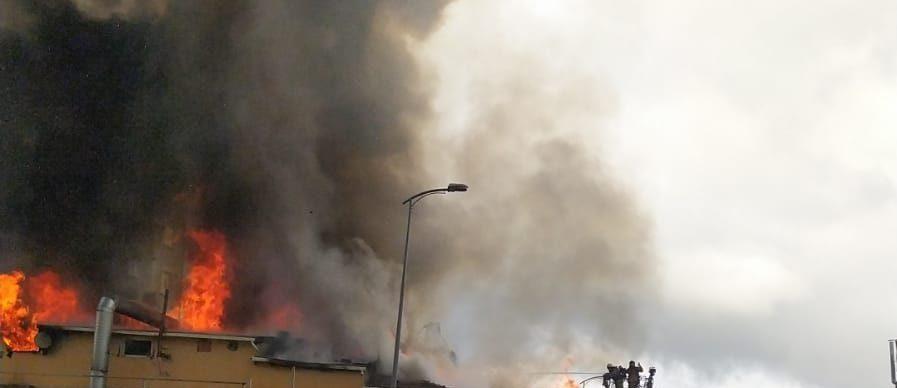 Ataşehir'de fabrika yangını: Müdahele sürüyor