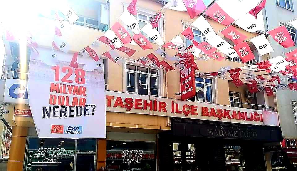 CHP Ataşehir'de pankart gerginliği sürüyor!