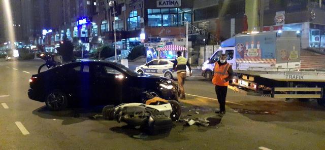 Kaza yaptıkları aracı bırakıp taksiyle kaçtılar