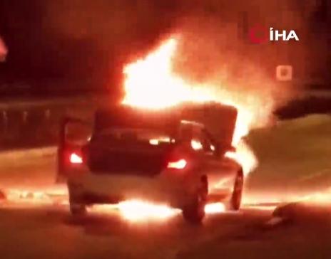 Ataşehir'de lüks araç alev alev yandı