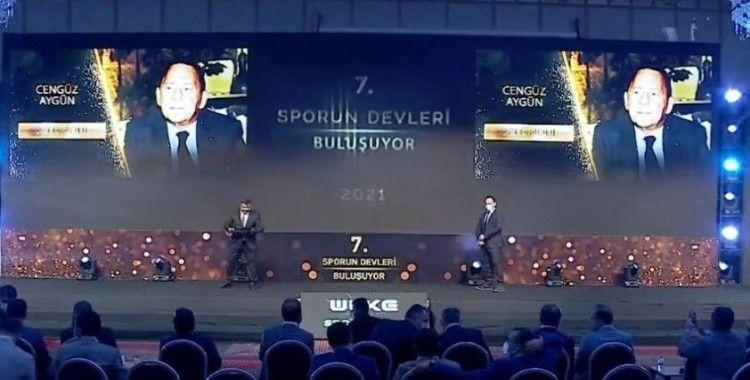 Sporun devleri ödülü GMG Başkanı Cengiz Aygün'e
