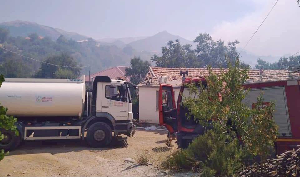 Ataşehir Belediyesi ekipleri yangın bölgesinde!