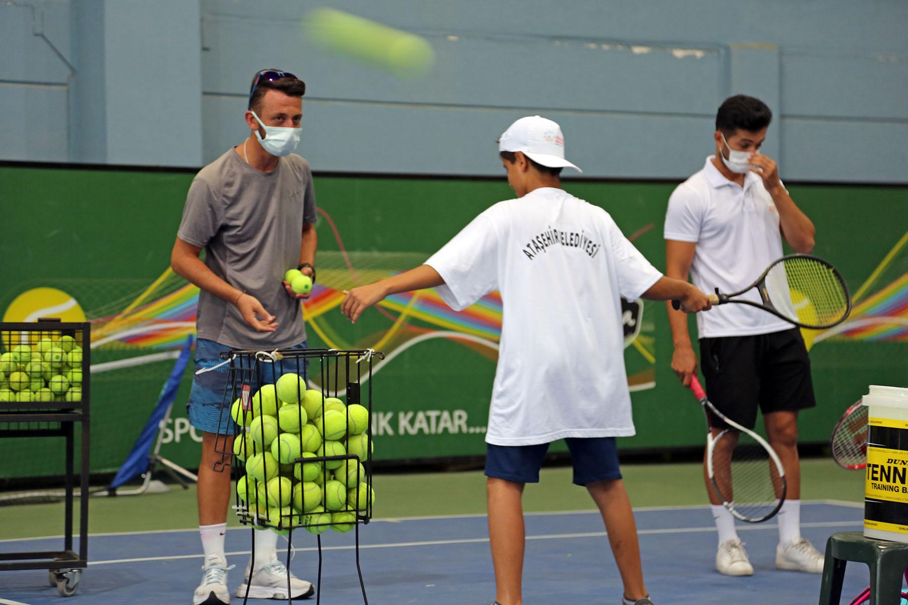 Ataşehirli çocuklar Tenisle tanıştı