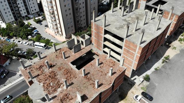 Ataşehir'de neler oluyor: 35 yıldır bitmeyen inşaat!