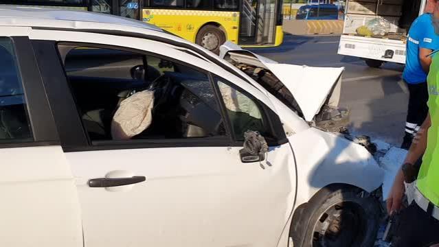 Ataşehir'de trafik kazası: 2 yaralı