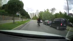 Motorlu sürücü Ataşehir'de kural tanımadı